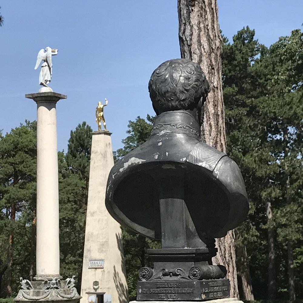 Siegessäule und Obelisk