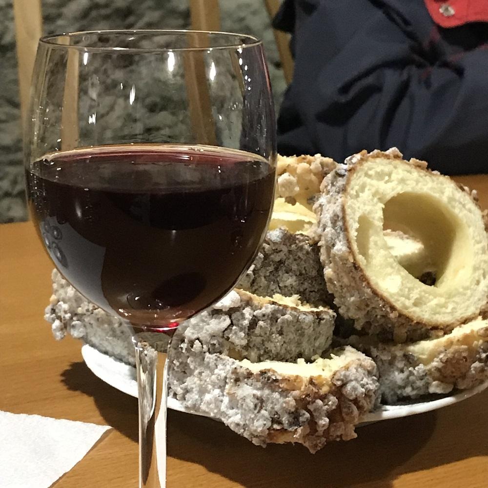 Rotwein und Baumkuchen