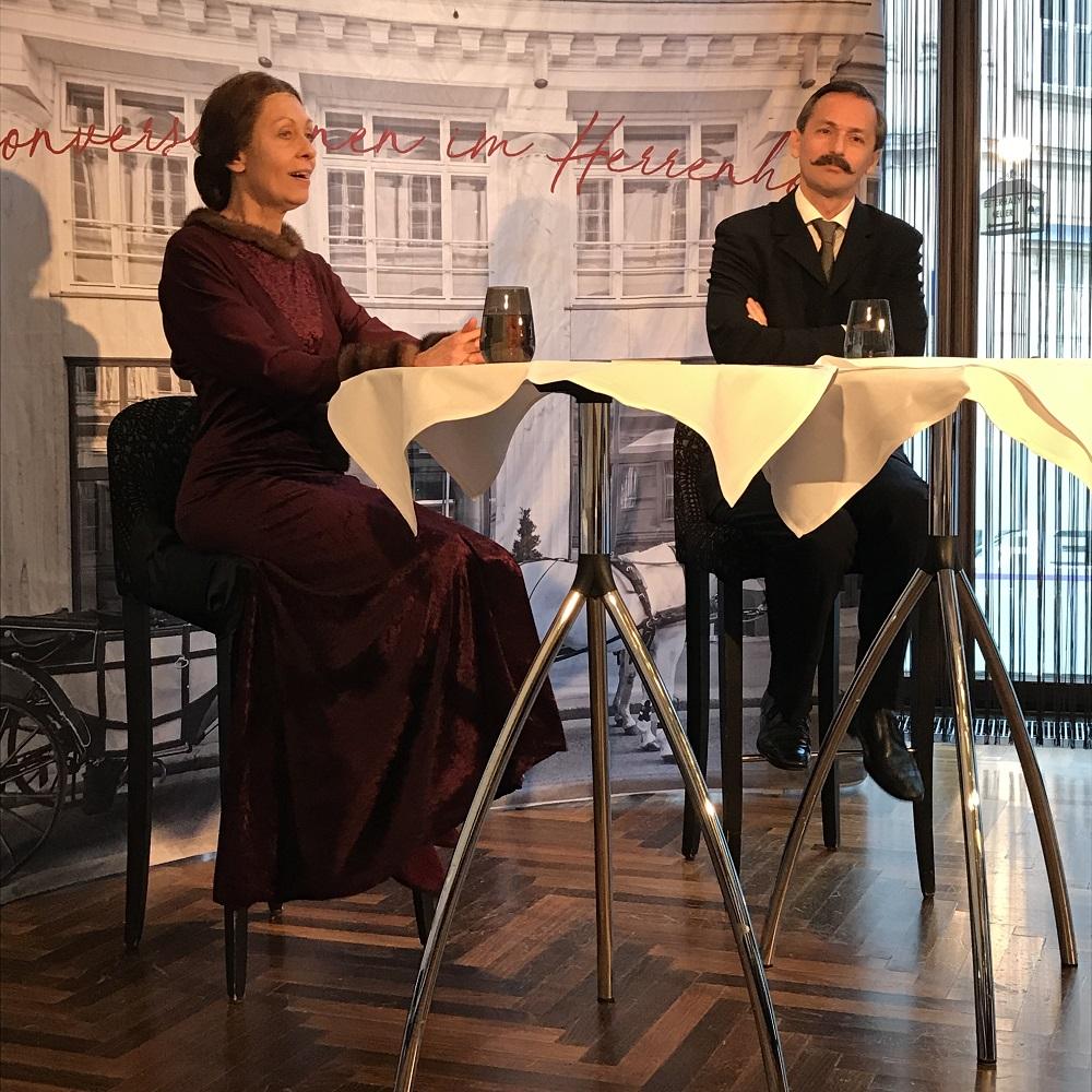 Olga Schnitzler spricht mit Hugo von Hofmannsthal