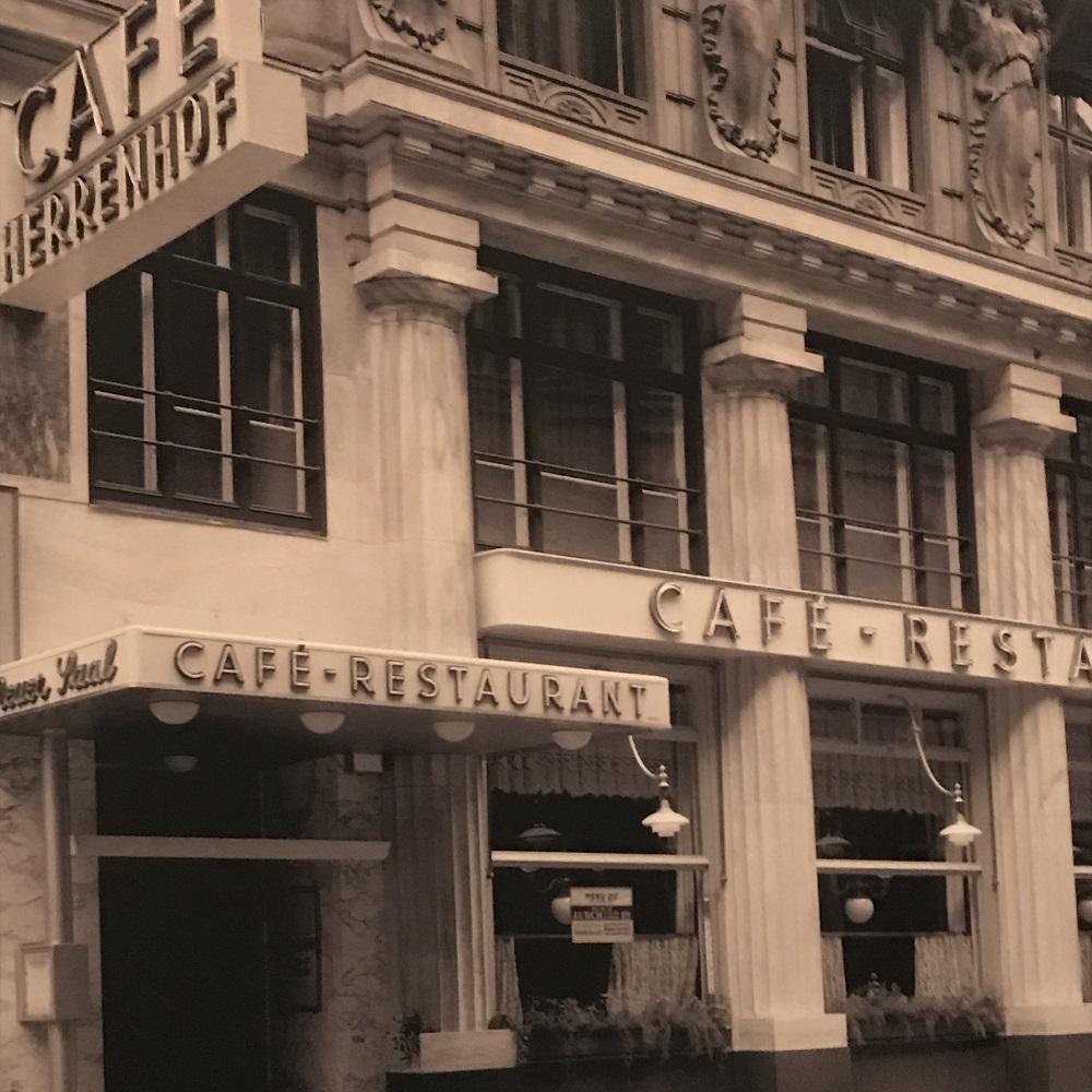das alte Cafe Herrenhof