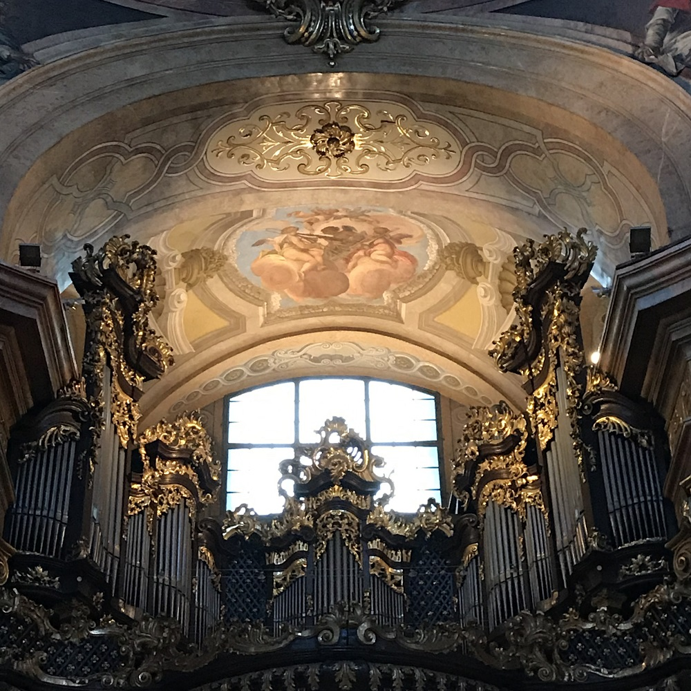 Die barocke Orgel über dem Kircheneingang