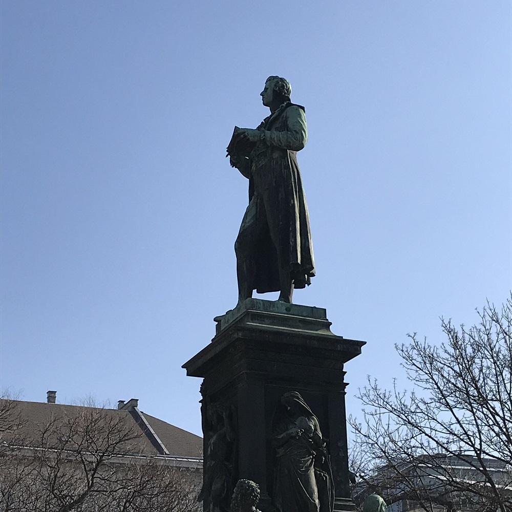 Schiller-Denkmal vor der Akademie der Bildenden Künste