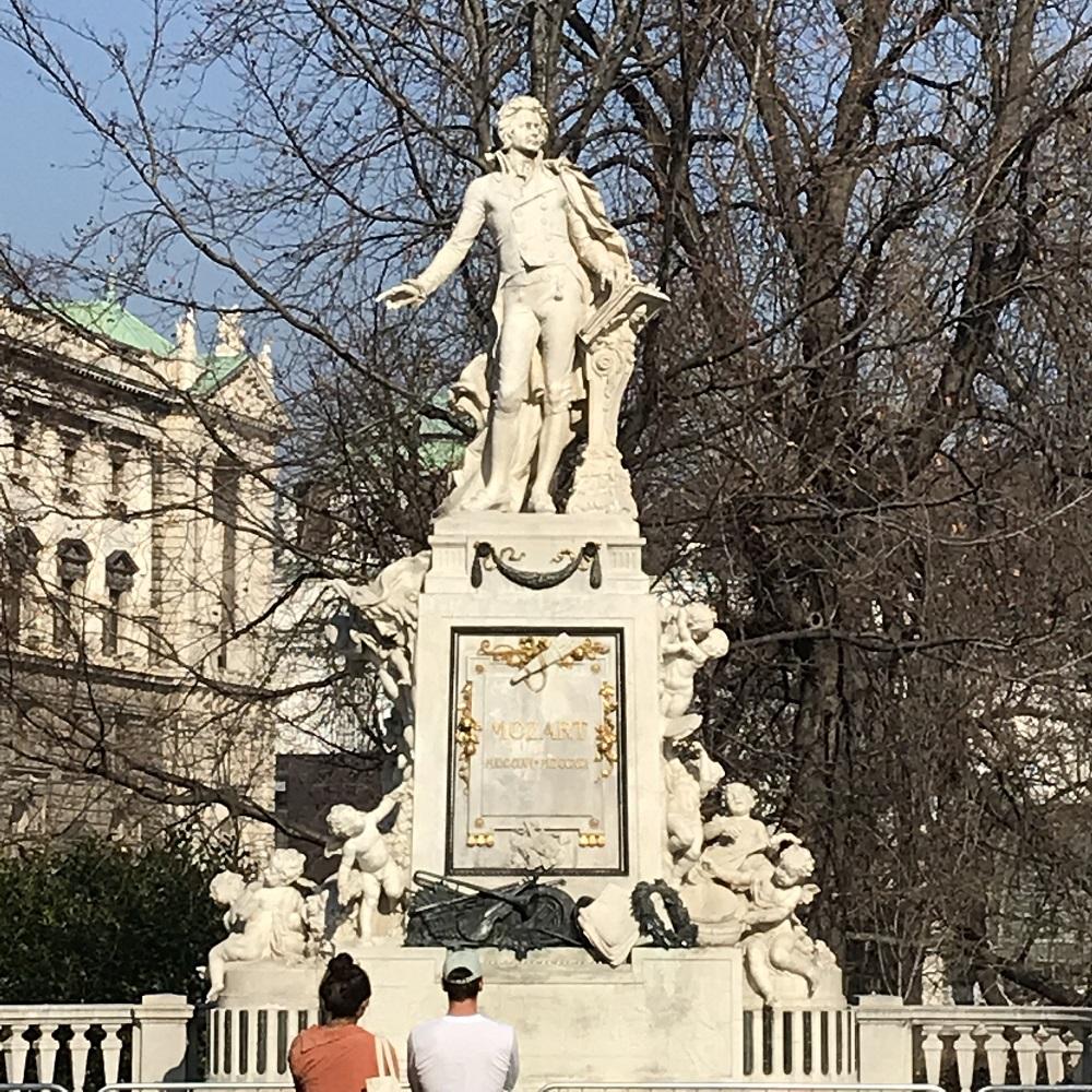 Mozart-Denkmal im Burggarten