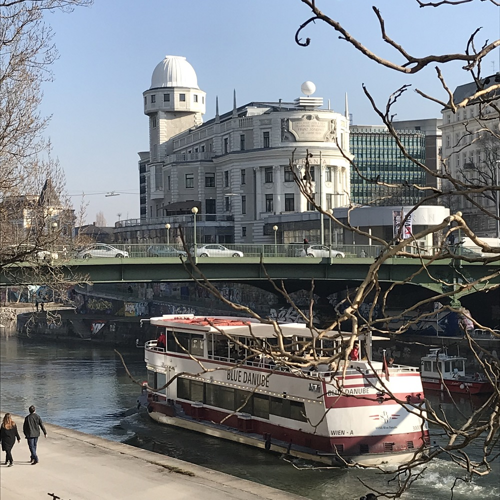 Aspernbrücke mit Urania