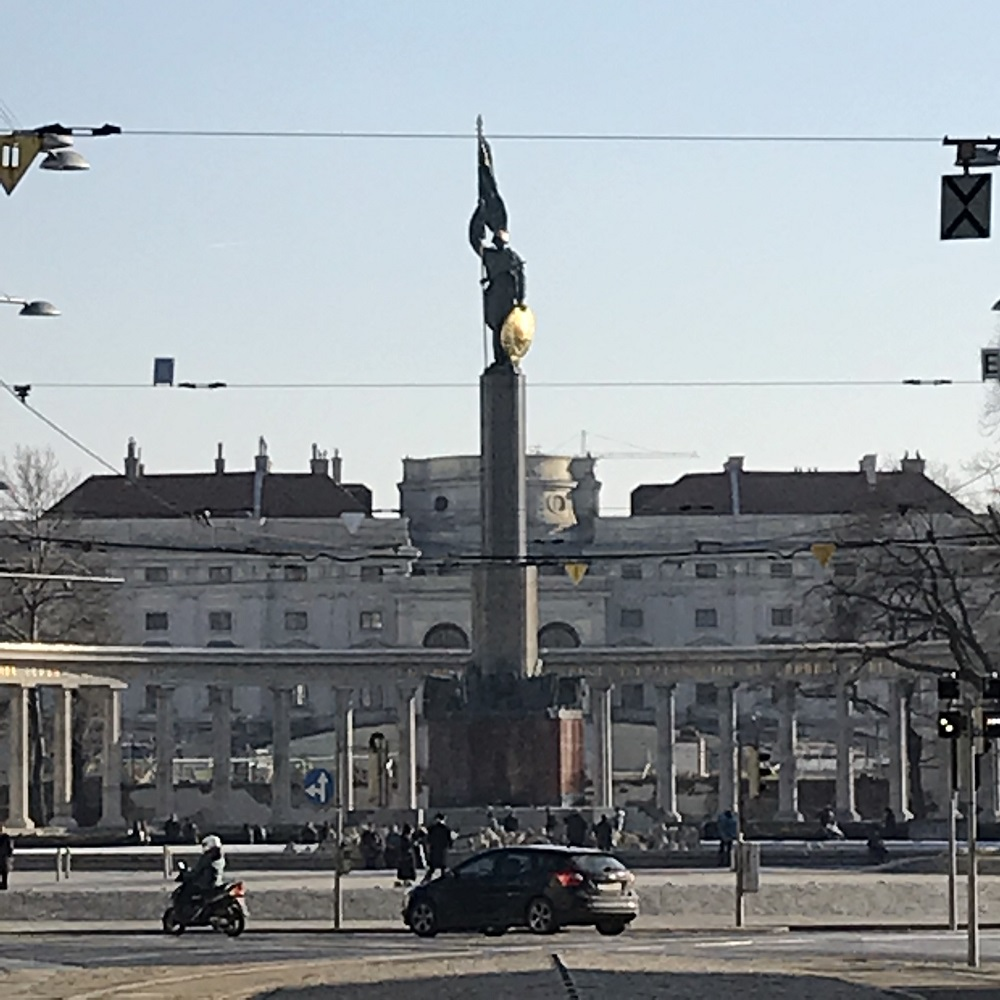 Heldendenkmal der Roten Armee am Schwarzenbergplatz