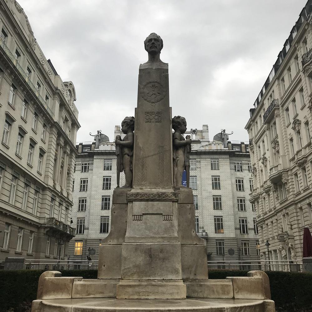 Denkmal Dr. Georg Coch vor der Postparkasse
