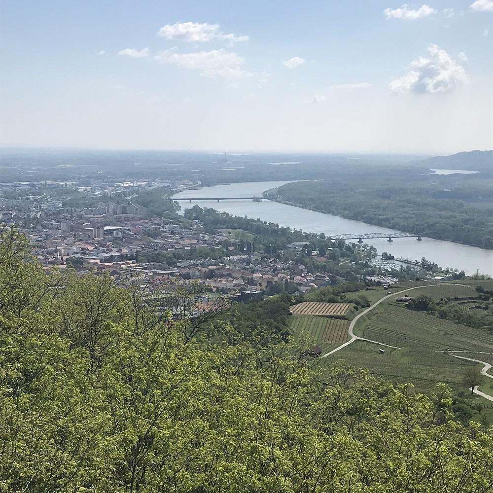 Blick von der Donauwarte auf Krems