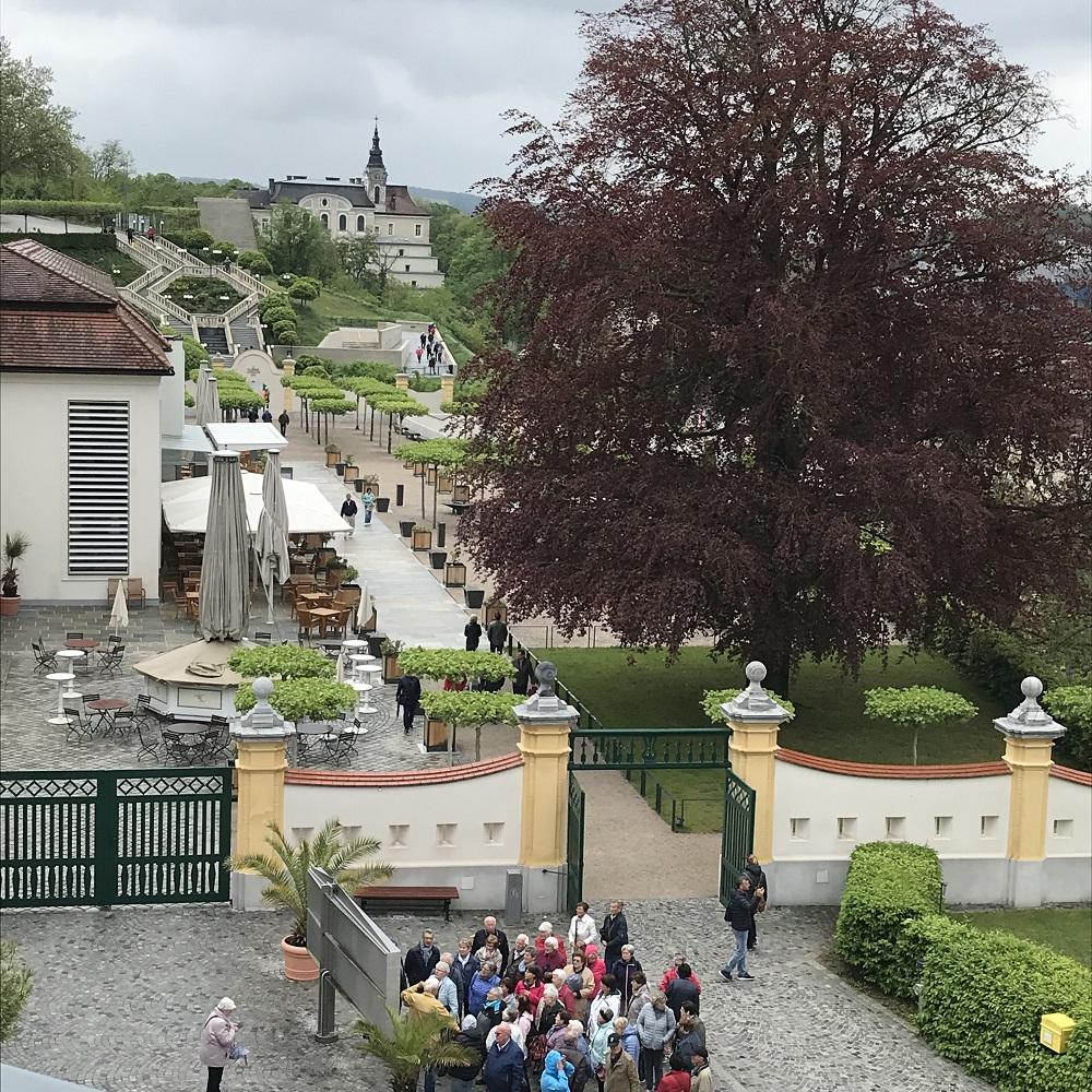 Stiftsrestaurant und barocke Stiegenanlage