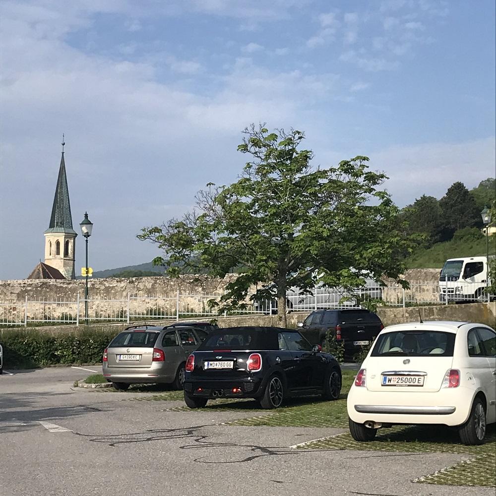 Parkplatz am Ortsende Richtung Mödling