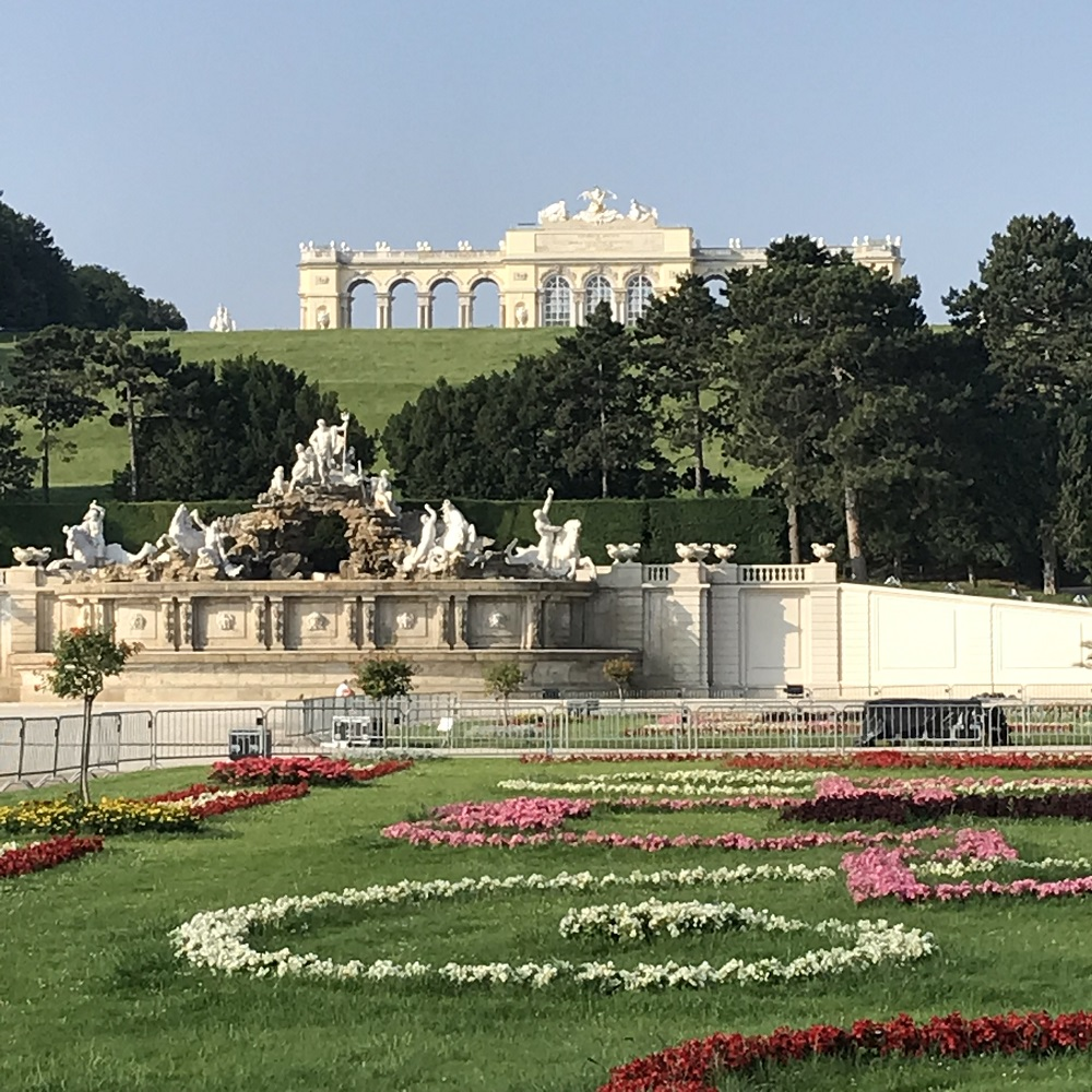 Blick vom Großen Parterre zur Gloriette