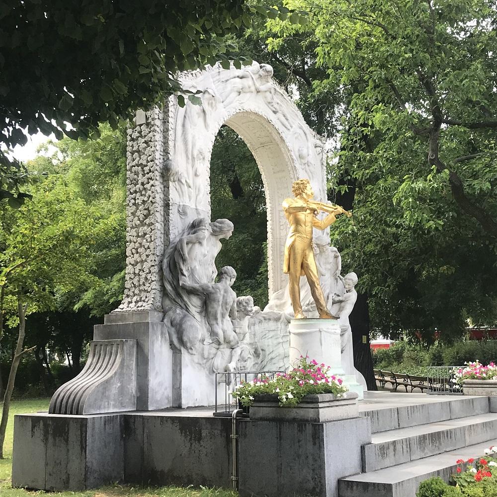 Strauß-Denkmal im Stadtpark