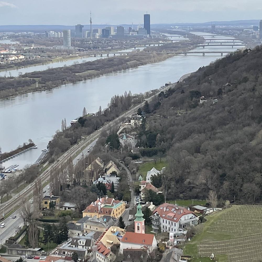 Kahlenbergerdorf mit Donau